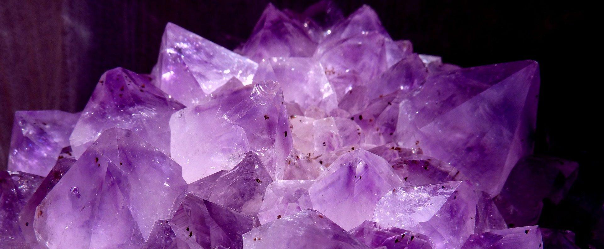 La flamme violette ou le Feu sacré de la transmutation